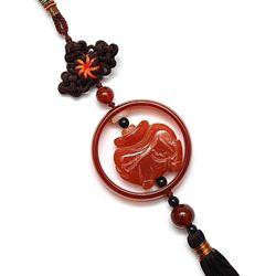 Amuleta din jad maro cu Purcelus