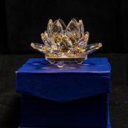 Floare de lotus galbena din cristal