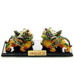 Pereche de Pi Yao colorati pe suport
